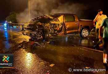 Choque entre camión y pick up deja una persona herida en Parrita - Teletica