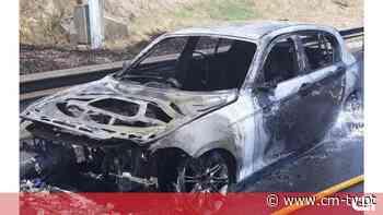 Carro totalmente destruído pelas chamas na A5 em Linda-a-Velha - CMTV