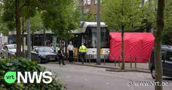Bejaarde man komt onder tram terecht in Hoboken en sterft - VRT NWS