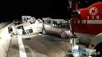 Auto si ribalta dopo il tamponamento: tre persone trasportate in ospedale - TorinoToday