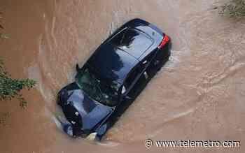 Auto fue a dar a un río en Hato Montaña tras accidente de tránsito - Telemetro