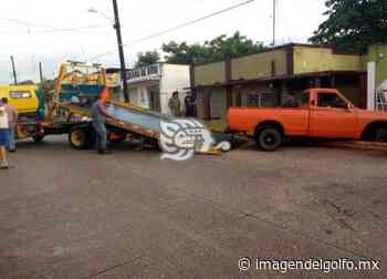 Camioneta impacta vivienda del subdirector del Hospital de Oluta - Imagen del Golfo