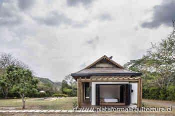 Casa en Apulo / De La Carrera Cavanzo - Plataforma Arquitectura