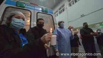 Velas y sirenas de ambulancias por el enfermero René Méndez - El Patagónico