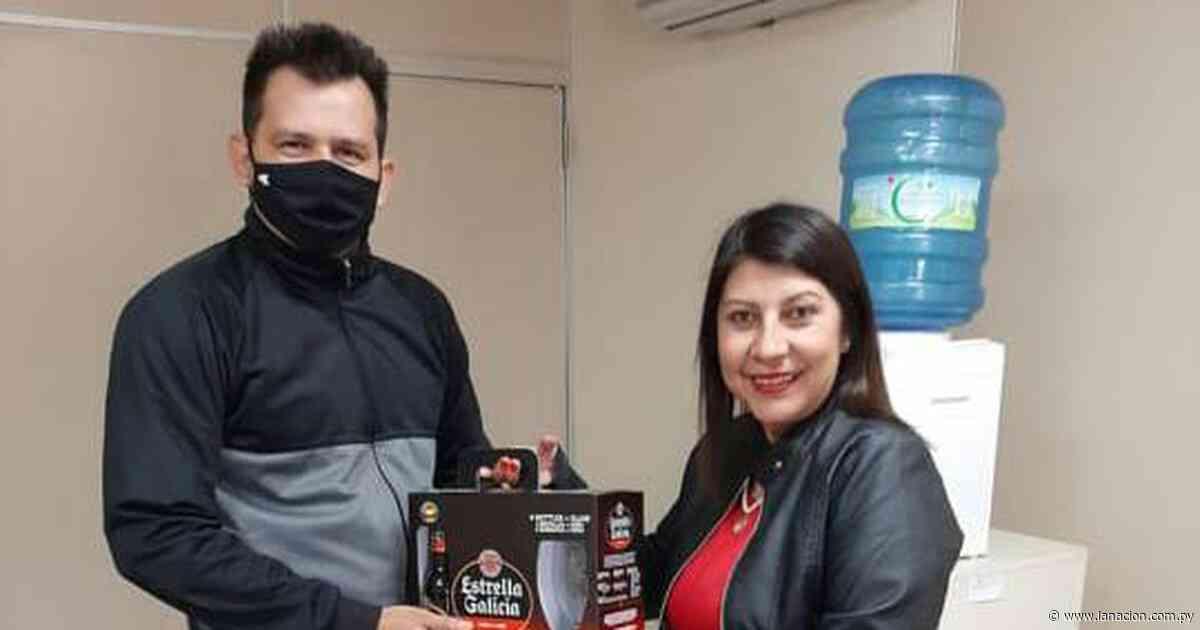 """Denuncian """"falta de seriedad"""" en Juzgado de Isla Pucú: jueza regaló cerveza a funcionario en horario laboral - La Nación"""