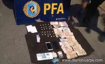 Policías dudaron de un hombre rengo: le encontraron 28 paquetes de cocaína en las medias - Diario Huarpe