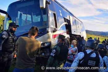 Turistas que regresaban de Ixtapa en un camión sufren asalto en Paracho; ni a los niños respetaron - La Voz de Michoacán