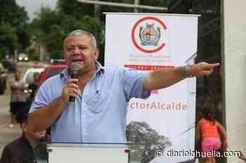 Alcalde de Sonzacate entrega bono municipal a trabajadores como reconocimiento a su trabajo - Diario La Huella