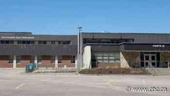 4 teachers test positive for COVID-19 at Polyvalente Deux-Montagnes - CBC.ca