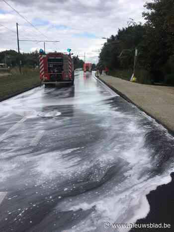 Lekkende vrachtwagen bezorgt brandweer uren werk (Sint-Lambrechts-Woluwe) - Het Nieuwsblad