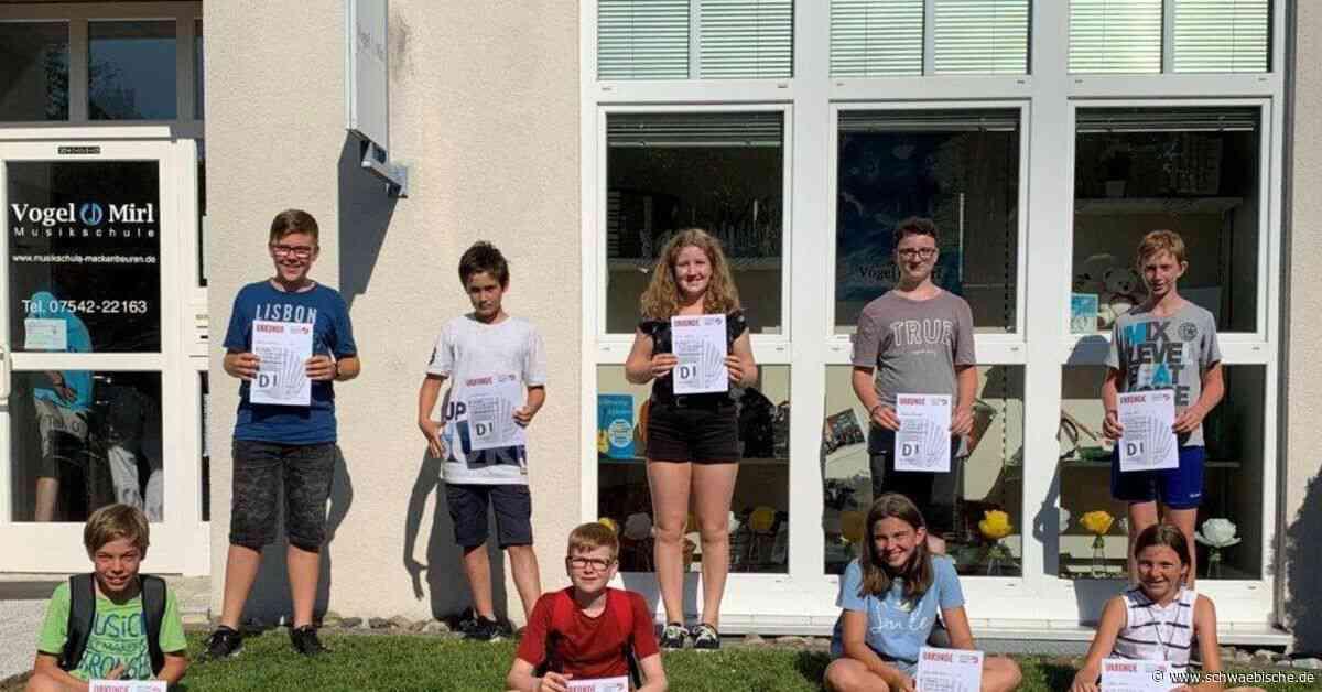 Absolventen der Musikschule Vogel und Mirl in Meckenbeuren absolvieren die D1-Prüfung - Schwäbische