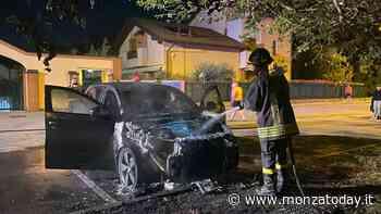 Incendio a Ornago, suv Jaguar parcheggiato davanti a casa prende fuoco: si indaga - MonzaToday