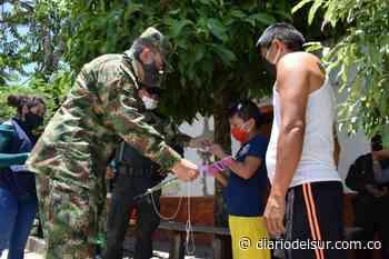 Soldados del Ejército hicieron cometas para niños en condición vulnerable de Olaya, Tolima - Diario del Sur