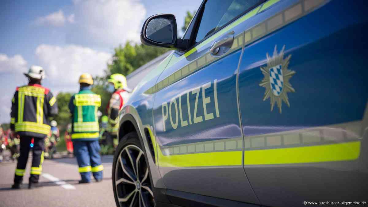 Frau kracht mit Auto zwischen Gersthofen und Gablingen gegen Baum - Augsburger Allgemeine