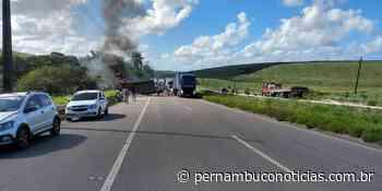 Caminhão pega fogo após acidente na BR-101, em Itapissuma - Pernambuco Notícias