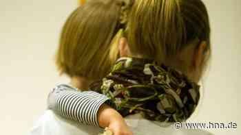 Kuscheln Kinder mit fremden Erwachsenen? Vermutung gegenüber Kitas - Bürgermeisterin gibt Entwarnung - HNA.de