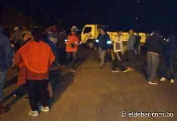 Bloquean la carretera a Camiri, municipio en conflicto y con dos alcaldes - EL DEBER