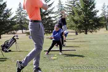 Teeing off — Minnedosa starts junior mentor program - Brandon Sun