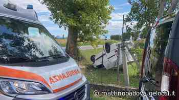Si ribalta col furgone mentre va al lavoro: illeso automobilista a Montagnana - Il Mattino di Padova