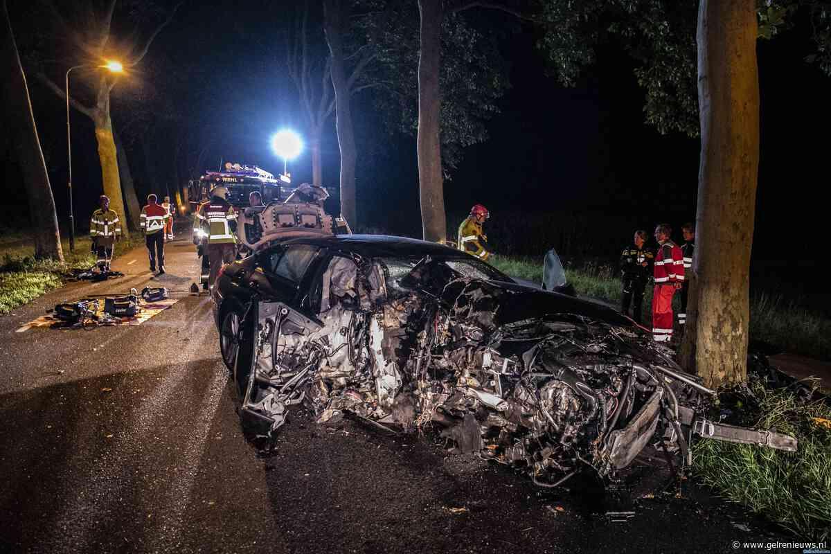 Auto volledig in puin na crash tussen Laag-Keppel en Wehl - GelreNieuws