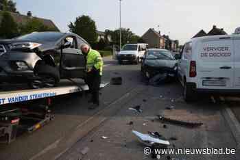 Drie wagens betrokken bij ongeval in Rosstraat<BR />