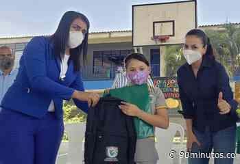 Estudiantes de preescolar a bachillerato de Yotoco y Vijes recibieron más de 1200 kits escolares - 90 Minutos