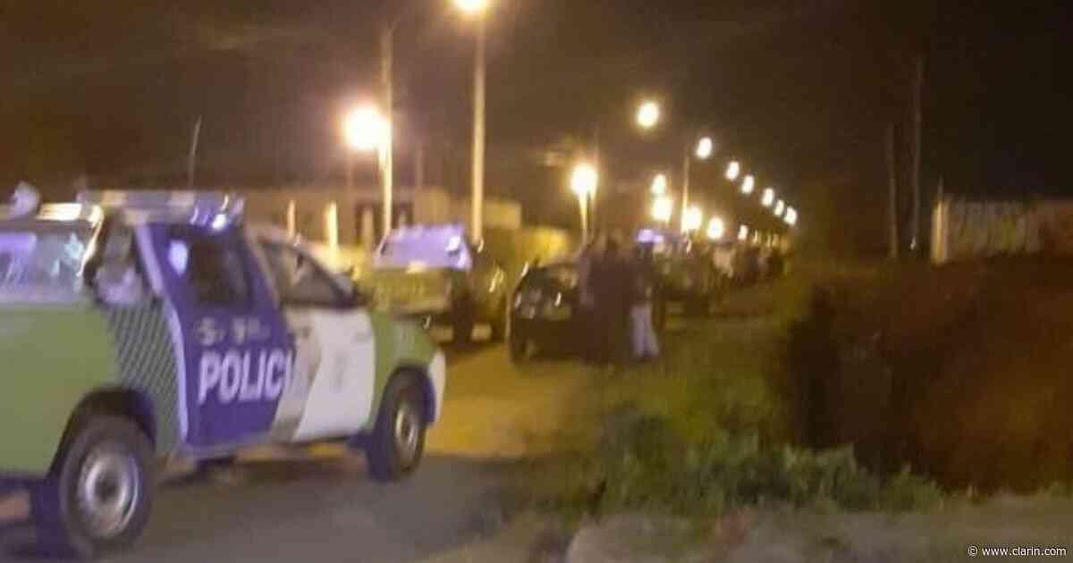 Un grupo de personas intentó tomar un terreno en Don Torcuato, pero fueron dispersados por la Policía - Clarín