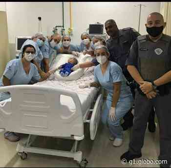 Bebê engasgado é salvo por policiais militares em Piracaia, SP - G1