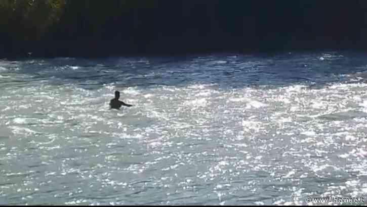 """Papà cerca figlia dispersa nel fiume ogni giorno: """"Non posso smettere"""""""