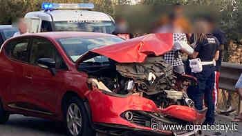 Incidente via Ardeatina, scontro frontale: tre feriti