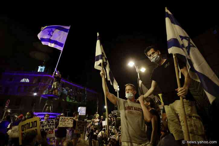 Thousands of Israelis protest outside Netanyahu's residence