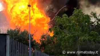 Incendio a Villa Gordiani: in fiamme accampamento abusivo alle spalle della parrocchia