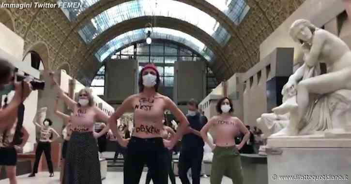 """Attiviste Femen irrompono al museo d'Orsay in topless: """"Questo non è osceno"""". La protesta dopo lo stop a una visitatrice """"troppo scollata"""""""