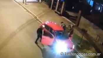 Isidro Casanova: esperaban al mecánico en la calle y les robaron el auto - Telefé Noticias