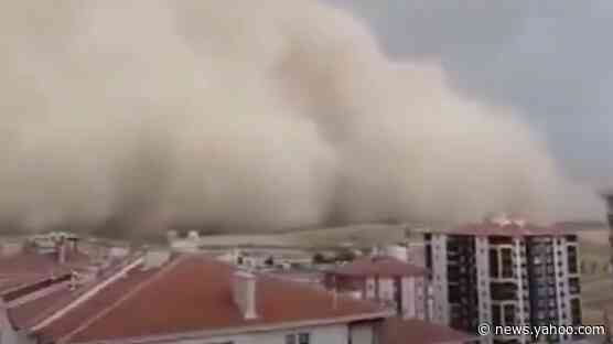 Rare sandstorm ransacks Turkish capital