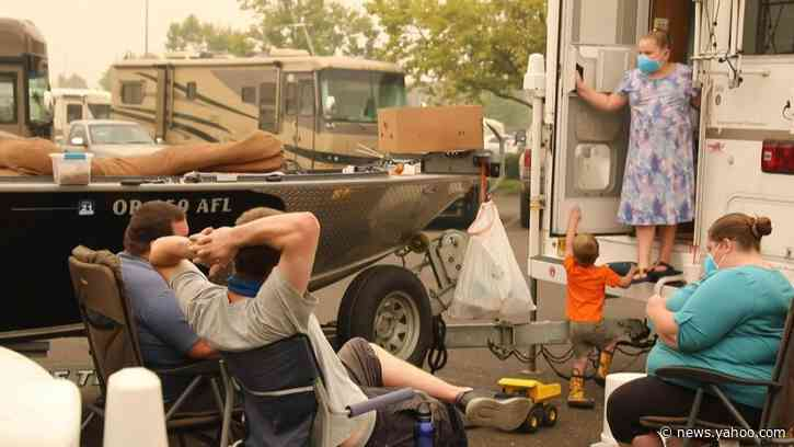 Stranded Oregon evacuees receive food aid amid US wildfires