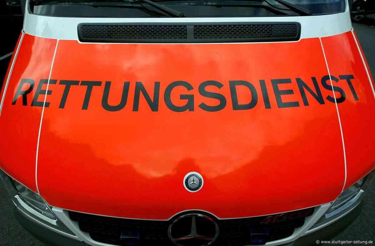 Lkw-Unfall auf A8 bei Karlsbad - Laster kracht in Auto – zwei Schwerverletzte und Vollsperrung - Stuttgarter Zeitung