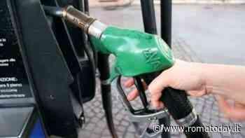 Gestore di un distributore di carburante rapinato di 20mila euro da due uomini armati di pistola