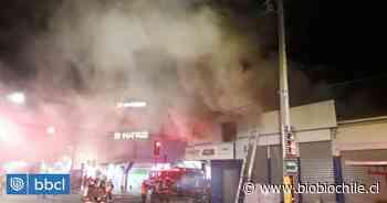 Incendio afecta a local comercial en pleno centro de Los Ángeles - BioBioChile