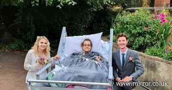Couple move wedding to hospice so terminally ill grandmother can be there
