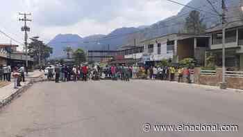 [FOTO] Cierran el acceso en el municipio Caripe ante la escasez de gasolina - El Nacional