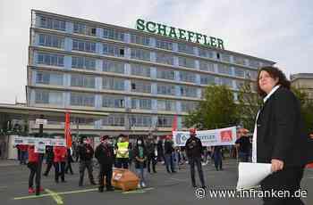 Schaeffler-Pläne: Protest mit Sarg und 1211 Kreuzen in Herzogenaurach