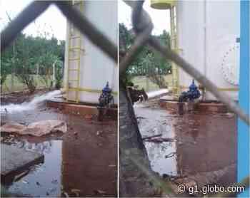 Moradores registram vazamento em caixa d'água em Angatuba - G1