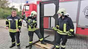 Training: Feuerwehr Elsterwerda knackt außer Tresore fast jede Tür - Lausitzer Rundschau