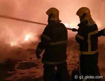 Depósito de recicláveis pega fogo em Pitangui - G1