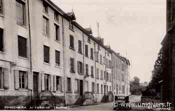 Promenade historique au centre-bourg de Pontcharra-sur-Turdine Place de l'église Pontcharra-sur-Turdine - unidivers.fr