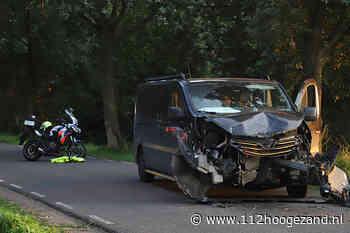 Busje zwaar beschadigd na aanrijding op de Achterdiep Noordzijde - 112hoogezand.nl