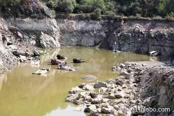 Fotos: carros aparecem em lago de antiga pedreira de Salto de Pirapora - G1