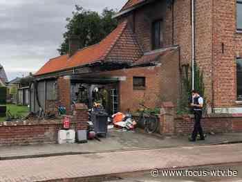 Man licht gewond na uitslaande brand in Koekelare - Focus en WTV