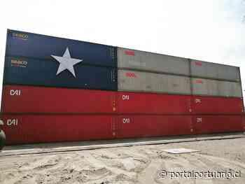 Terminal Puerto Arica monta bandera chilena con contenedores - PortalPortuario